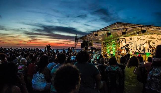 Além da música, o cenário da Baía de Todos-os-Santos e do Solar do Unhão também são atrações - Foto: Lígia Rizério | Divulgação