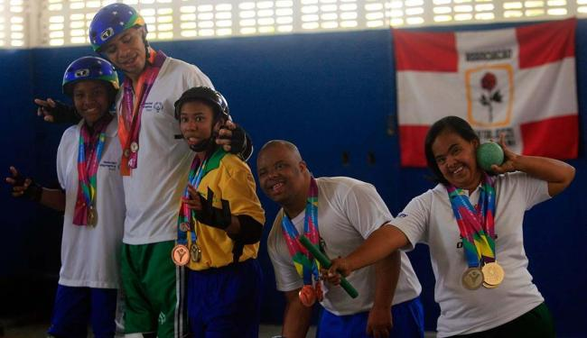 Jéssica, Daniel, Verena, Adilson e Marcivalda mostram como arrasaram nos Special Olympics - Foto: Lúcio Távora | Ag. A TARDE