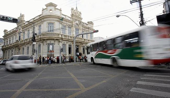 Atraso na licitação retarda as melhorias necessárias ao sistema de ônibus urbanos - Foto: Luiz Tito l Ag. A TARDE