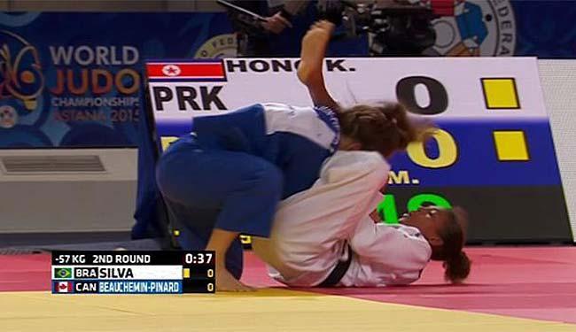 A brasileira foi derrotada por estrangulamento a 0s13 do fim da luta - Foto: Reprodução   TV