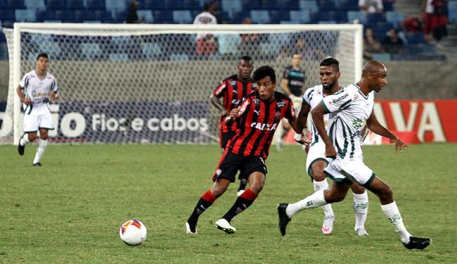 Vitória e Luverdense fizeram um jogo duro, mas o time baiano levou a melhor - Foto: Chico Ferreira l Futura Press