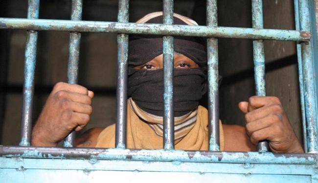 Brasil ocupa 4º lugar no ranking mundial de população prisional e o 1º na América do Sul - Foto: Arestides Baptista | Ag. A TARDE | 06.11.2006