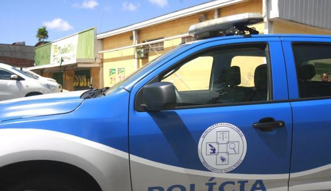 O local foi isolado para realização da perícia pelo Departamento de Polícia Técnica (DPT) - Foto: Edílson Lima| Ag. A TARDE