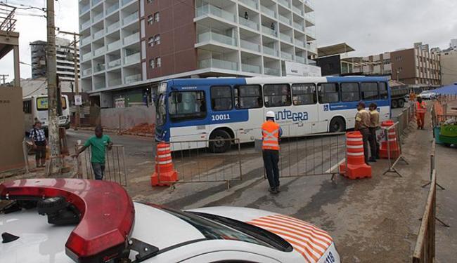 Avanço das obras de requalificação provoca alteração no tráfego de veículos e trajetos dos coletivos - Foto: Marco Aurelio Martins l Ag. A TARDE
