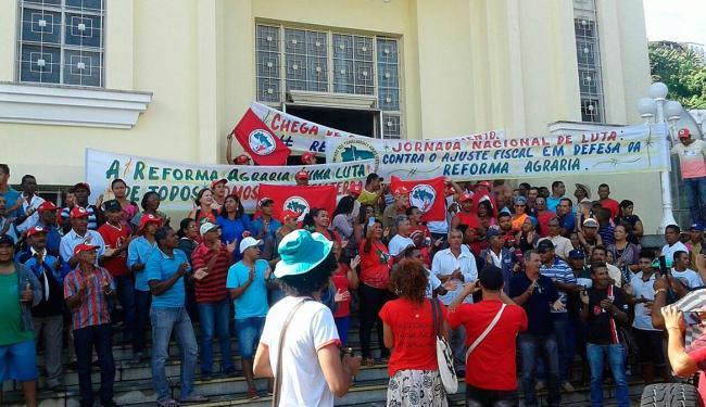 Pela manhã, os trabalhadores ocuparam a sede do Ministério da Fazenda, em Salvador - Foto: Divulgação | MST-BA