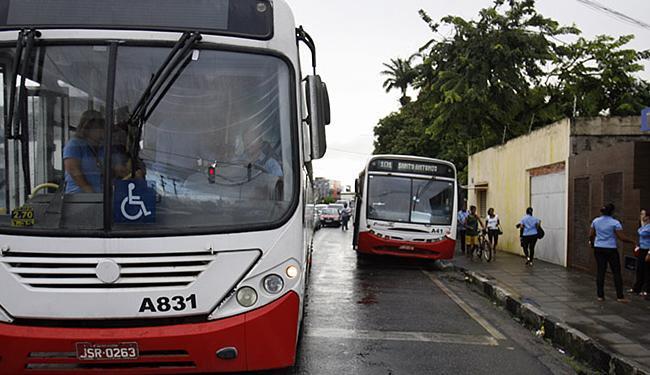 Cidade está sem ônibus desde o dia 16, quando as empresas recolheram os veículos - Foto: Luiz Tito   Ag. A TARDE