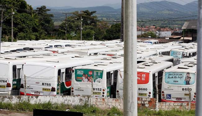 Toda a frota foi recolhida às garagens desde domingo - Foto: Luiz Tito | Ag. A TARDE