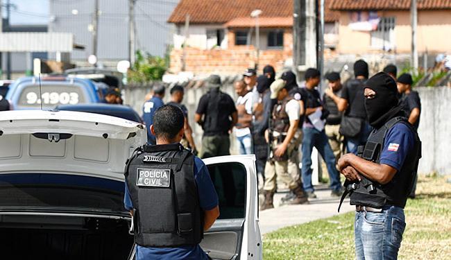 Operação da polícia em Valéria e Fazenda Coutos foi realizada na última sexta-feira - Foto: Edilson Lima | Ag. A TARDE