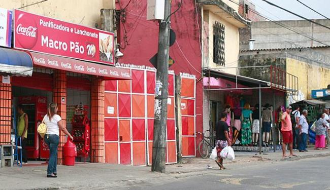 Vítima costumava ficar à porta da Padaria Macro Pão, em Sussuarana - Foto: Edilson Lima l Ag. A TARDE