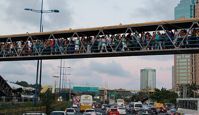 Segundo o IBGE, Salvador tem limitação geográfica para expansão de moradias; são 309 km² de área - Foto: Joá Souza | Ag. A TARDE l 07.02.2013