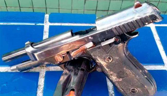 Pistola foi apreendida com suspeito de participar do crime - Foto: Divulgação | PM