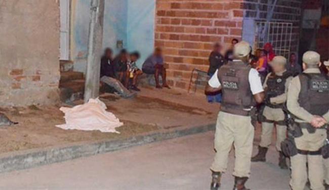 Jovem morreu em frente à casa onde morava no bairro de Pedrinhas - Foto: Reprodução | Blitz Conquista