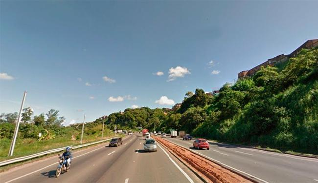 O corpo foi encontrado na BR-324, sentido Salvador - Foto: Reprodução | Google Street View