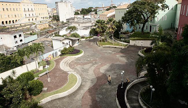 Praça das Artes está localizada no teto de um dos estacionamentos do Pelourinho - Foto: Mila Cordeiro l Ag. A TARDE l14.05.2014