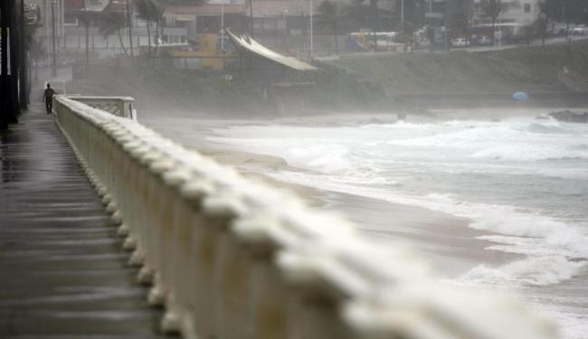 Praia do Farol da Barra é uma das impróprias para o banho - Foto: Raul Spinassé | Ag. A TARDE | 18.11.2014