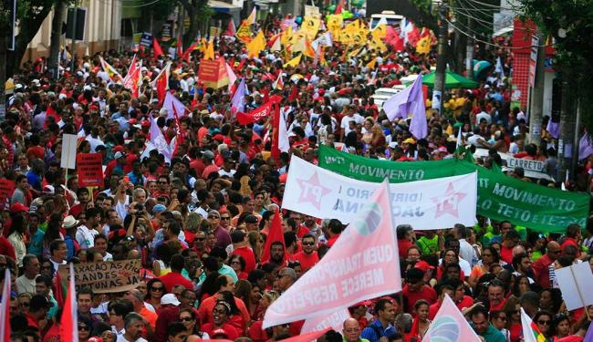 Manifestantes pró-Dilma foram às ruas no dia 20 de agosto - Foto: Lúcio Távora | Ag. A TARDE