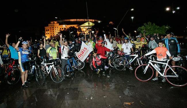 Manifestantes partiram da praça Newton Rique e seguiram até a Ribeira - Foto: Margarida Neide l Ag. A TARDE