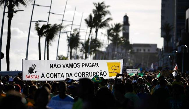 Salvador sedia hoje ato de protesto contra Dilma Rousseff - Foto: Raul Spinassé   Ag. A TARDE   15.03.15
