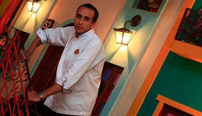 O chefe de cozinha Rafael Ribeiro já trabalhou como assistente de garçom em um navio italiano - Foto: Mila Cordeiro l Ag. A TARDE