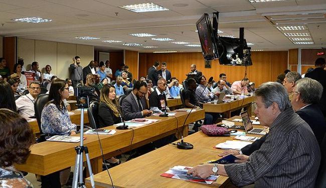 Partidários do uso da fibra e ex-trabalhadores do ramo se reuniram na AL-BA, no CAB - Foto: Ricardo Figueredo l Divulgação