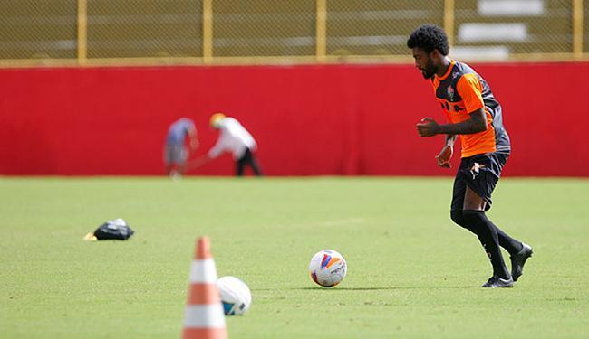 Rhayner treina suas habilidades no campo do Barradão - Foto: Joá Souza l Ag. A TARDE