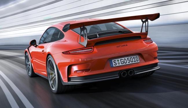 Faixa traseira permite estabilidade ainda maior do que no antigo 911 GT3. - Foto: Reprodução