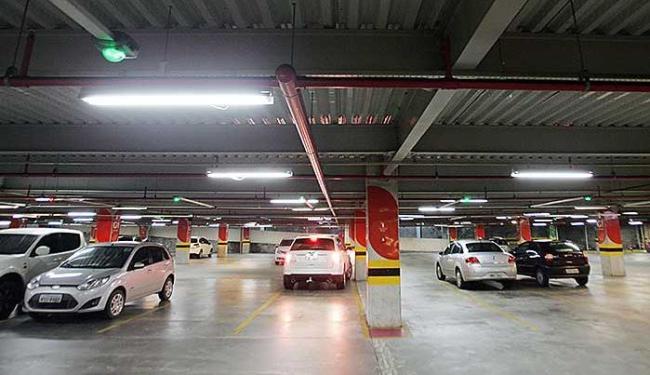 Vagas em shoppings também são cobradas dos funcionários - Foto: Raul Spinassé | Ag. A TARDE