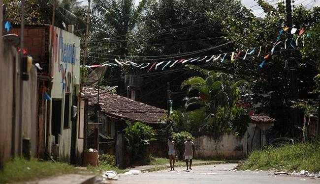 Traficantes mataram um rival e balearam inocentes após comemoração do Dia dos Pais - Foto: Raul Spinassé   Ag. A TARDE