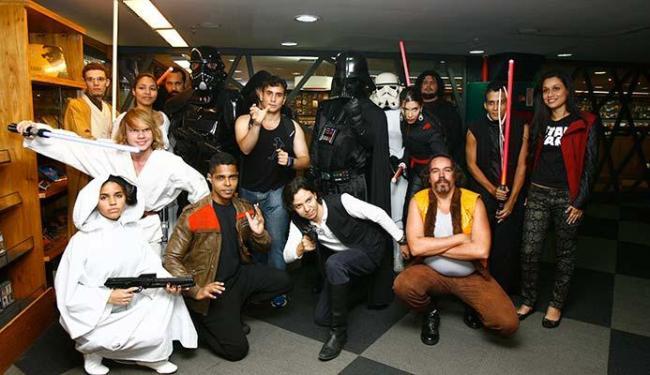 Fãs foram vestidos de personagens de Star Wars para se encontrar com editores da Aleph - Foto: Margarida Neide | Ag. A TARDE
