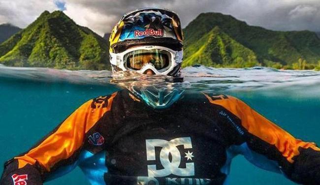 Robbie Madisson surfou de moto na mesma praia de uma das etapas do WCT (Mundial de Surfe) - Foto: Reprodução   Facebook