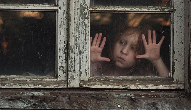 Tarântula traz a história de uma mãe e duas filhas que lidam com uma aparição perturbadora - Foto: Divulgação