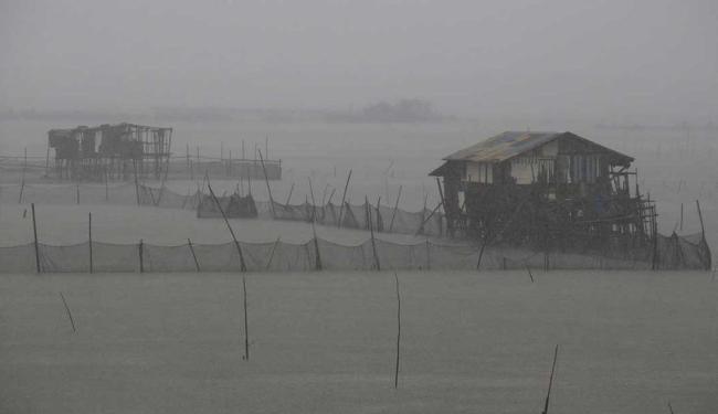 Tufão provocou ventos intensos e chuvas fortes nas Filipinas - Foto: Agência Reuters
