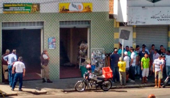Dois homens invadiram um comércio no centro da cidade - Foto: Reprodução | Site Midia Bahia