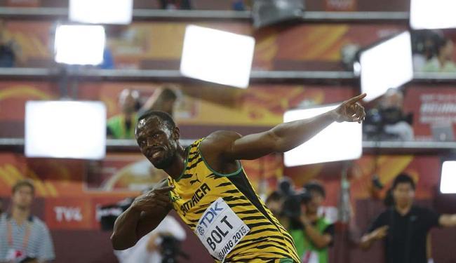 Bolt e sua marca na celebração de suas vitórias - Foto: Kai Pfaffenbach | Reuters | 23.08.2015