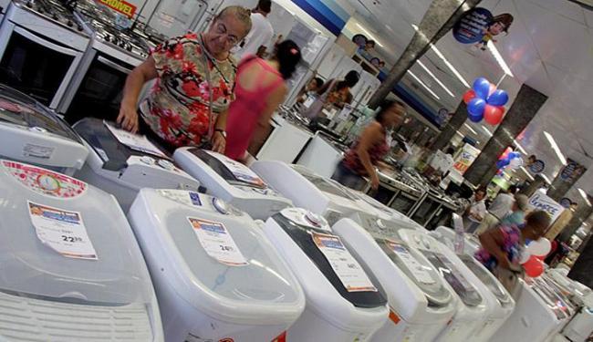 As vendas no varejo baiano encolheram 5,4% em junho em relação a igual mês do ano passado - Foto: Joá Souza l Ag. A TARDE l 28.11.2014