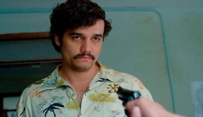 Wagner Moura interpreta o traficante colombiano Pablo Escobar em