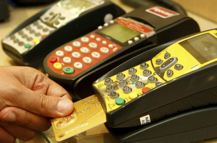 O consumidor que não conseguir pagar integralmente a tarifa do cartão de crédito somente poderá ficar no rotativo por 30 dias - Foto: Eduardo Martins| Ag. A TARDE