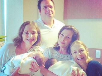 Luana e os gêmeos receberam a visita da mãe e dos amigos na maternidade - Foto: Reprodução | Instagram