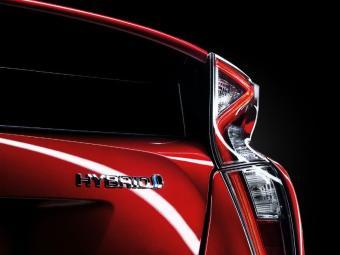 Traseira redesenhada e novas lanternas - Foto: Toyota