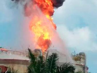 Brigada de incêndio atua para apagar as chamas - Foto: Cidadão Repórter   Via WhatsApp