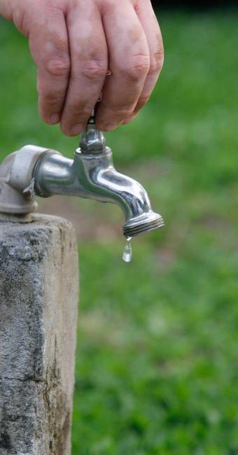 Embasa diz que fornecimento de água deve ser regularizado em até 24 horas - Foto: Joá Souza   Ag. A TARDE