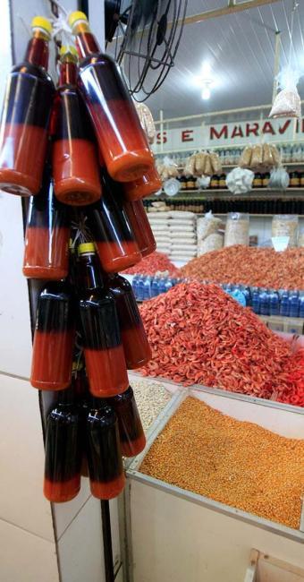 Produtos utilizados para fazer o acarajé e o abará ficam cada vez mais caros - Foto: Fernando Amorim   Ag. A TARDE