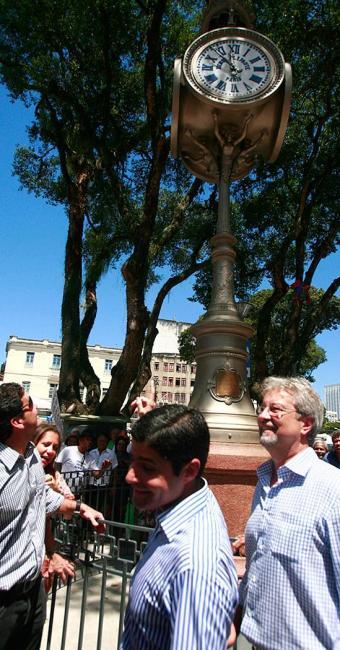 ACM Neto (C) entrega monumento histórico recuperado no centro de Salvador - Foto: Edilson Lima l Ag. A TARDE