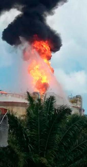 Tanque de gás da Petrobras pegou fogo em Madre de Deus - Foto: Cidadão Repórter | Via WhatsApp