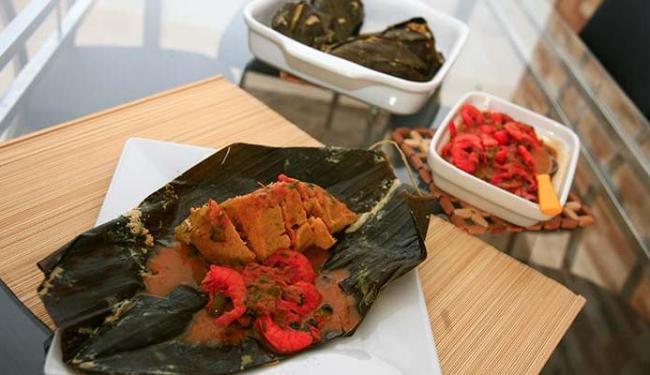 Abará de R$ 5 pode vir acompanhado de molho de camarão ou de bacalhau - Foto: Mila Cordeiro | Ag. A TARDE
