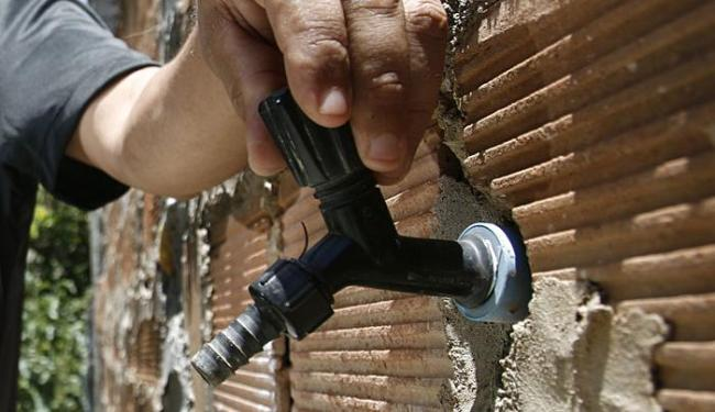 Fornecimento foi suspenso para realizar obra de manutenção - Foto: Raul Spinassé | Ag. A TARDE | 30.12.2013