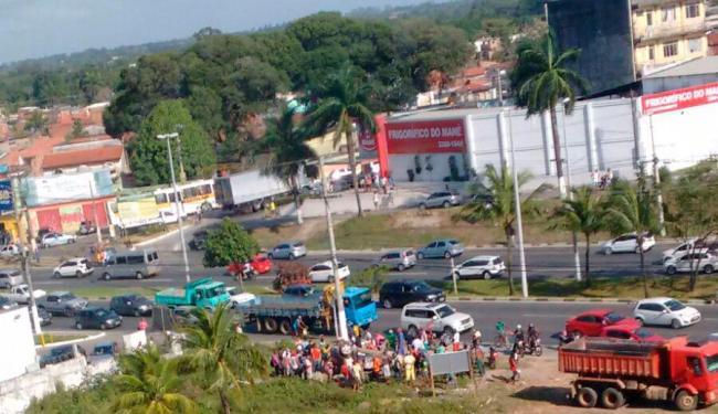 Motoristas reduzem a velocidade e deixam o trânsito lento na região - Foto: Reprodução | Thiago Paraná - Via Whatsapp