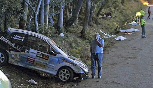 Tragédia aconteceu no sábado, 5, quando os carros passavam pela cidade de Carral, na Galícia - Foto: Marcos Miguez l Voz de Galicia l Reuters