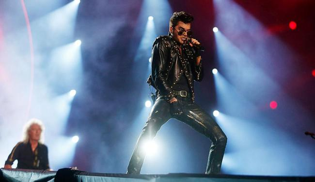 Queen volta ao festival com Adam Lambert, novo vocalista da banda, e antigos sucessos - Foto: Pilar Olivares | Agência Reuters