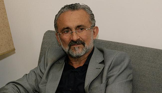 Ademar Delgado argumenta que adota as medidas necessárias para salvar gestão - Foto: Marco Aurélio Martins l Ag. A TARDE l15.08.2014